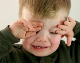 Если ребенок жалуется на боль в глазах
