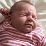 Насморк у новорожденного: причины, лечение и советы