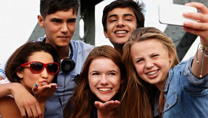 Подростки с друзьями
