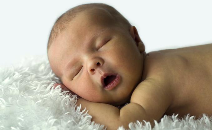 Малыш с открытым ртом