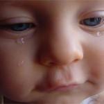 Когда у грудничка появляются слёзы и что нужно о них знать?