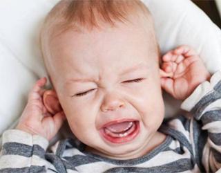 Болит ухо у грудничка