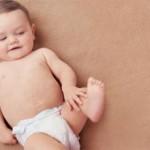 Почему грудничок чешет тело (ухо, глаза, голову, нос)