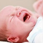 Колики у грудничка: симптомы и как помочь малышу