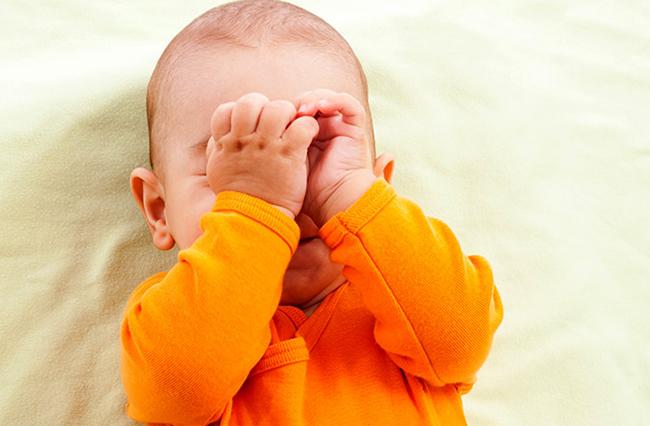 официальная малыш часто трет глазки другой язык