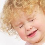Если ребенок часто моргает глазами: причины и лечение
