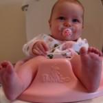 Розовая моча у ребенка: причины и что делать