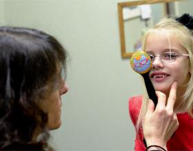 ребенок у офтальмолога