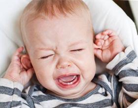 Как определить что у ребенка болят уши