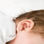 Что делать если грудничку попала вода в уши