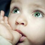 Почему грудничок сосет палец (кулачки, руку, нижнюю губу)