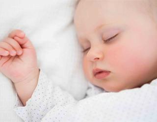 Малыш спит