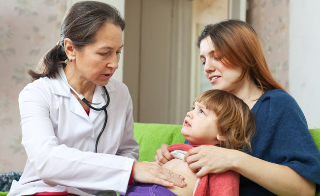 Ребенок с врачом