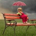Можно ли гулять с грудничком в дождь?
