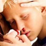 Если у ребенка из носа пошла кровь: причины и что делать