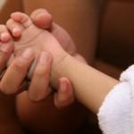 У ребенка трясутся руки и ноги: причины и что делать